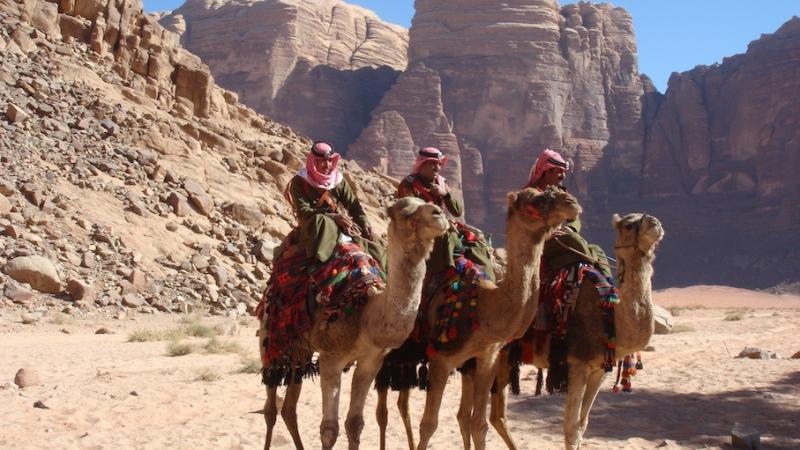 Jordanien, Gesteinsformationen wie Baumkuchenstücke