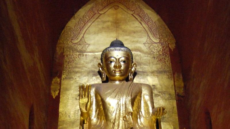 Blinkende Buddhas, gewitzte Händler und punkige Teens – die GesichterMyanmars