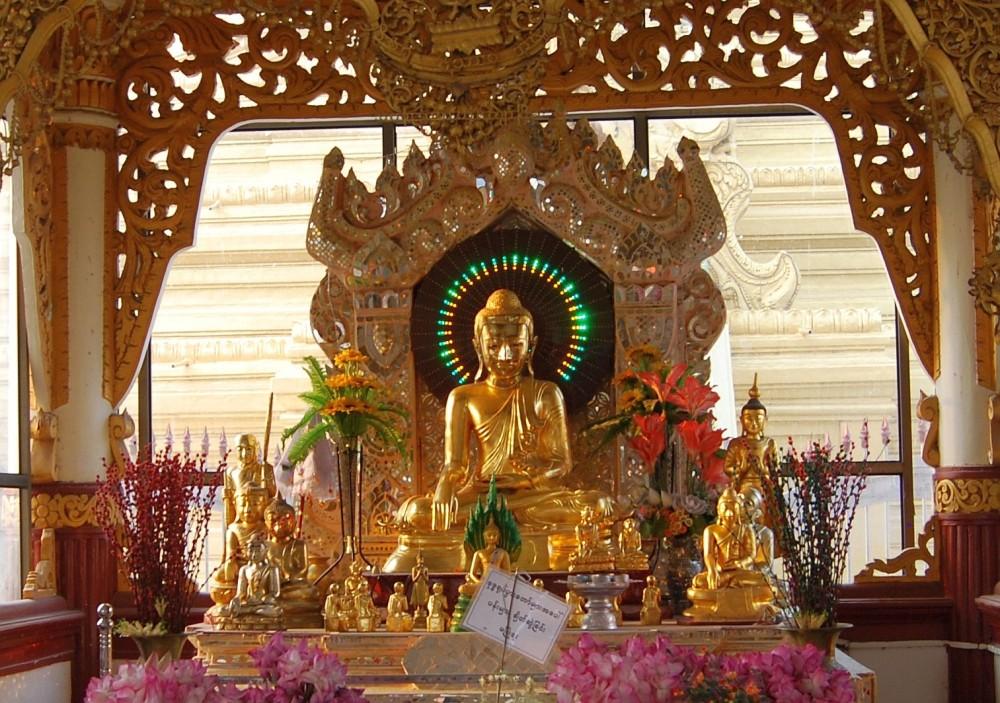 Myanmar_Buddha_Beleuchtung