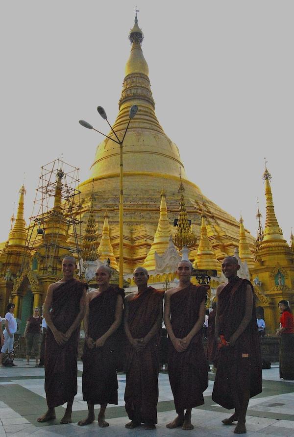 Myanmar_Moenche2
