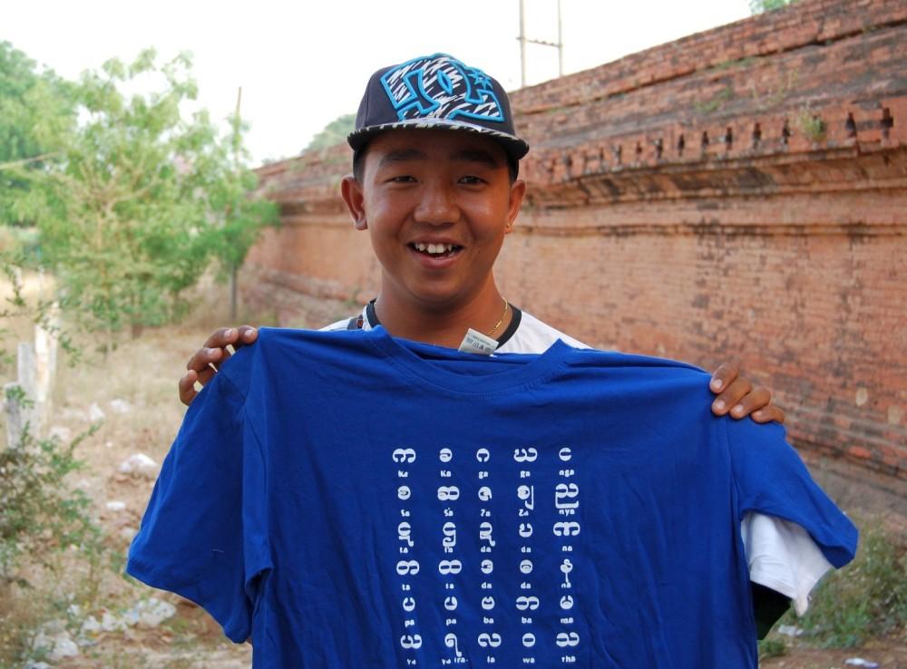 Myanmar_Souvenirverkaeufer