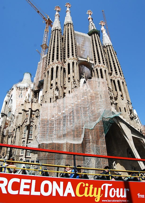 Barcelona_Sagrada_Familia_Hop-on-hop-off-Bus