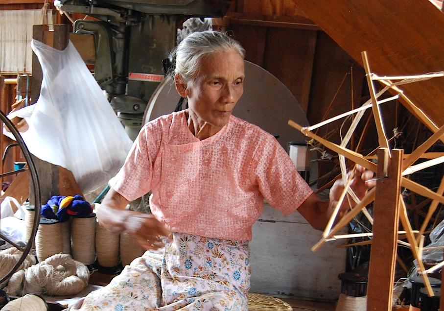 Myanmar_Inle_See_Lotusweberei