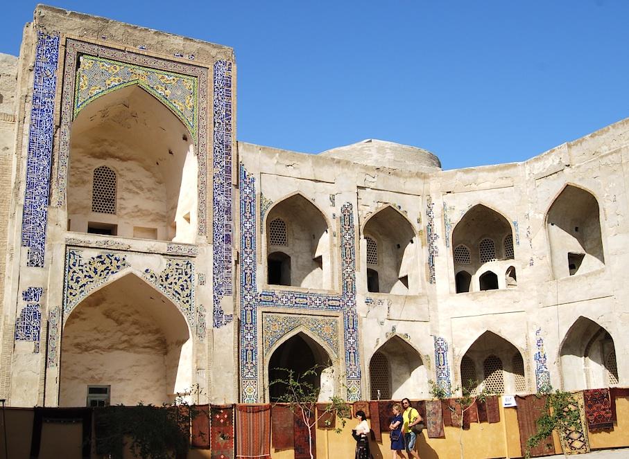 Usbekistan_Innenhof_Koranschule_Markt