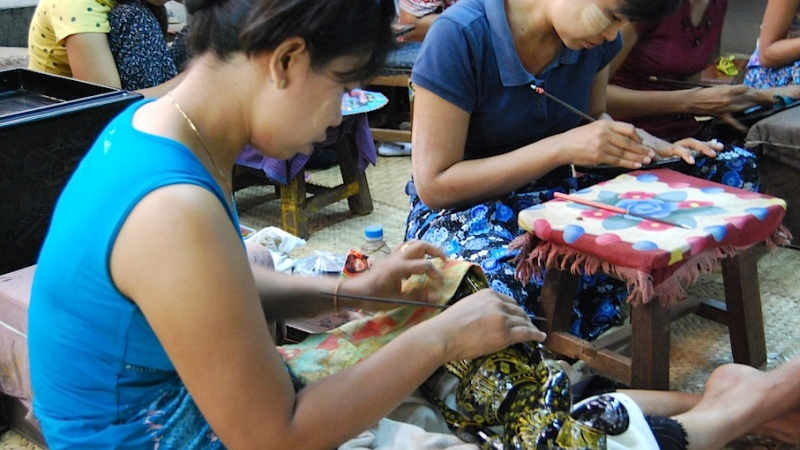 Wie der Markt, so das Land (Teil 5): Myanmar, bei Lotuswebern undLackmalern