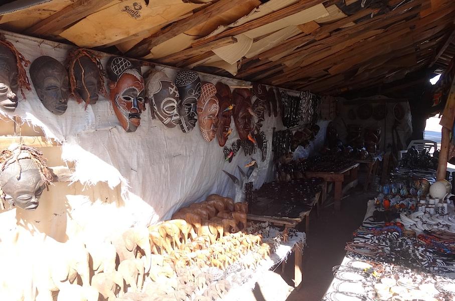 Namibia_Holzmarkt_Souvenirs