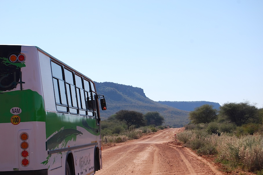Namibia_Strasse_Bus