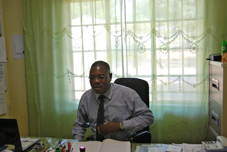 Namibia_Schuldirektor_Peter_Vaino