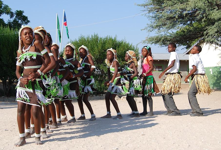 Namibia_Schule_Kinder_Tanz