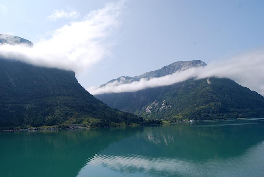 Norwegen_Fjord_Wolkenspiel