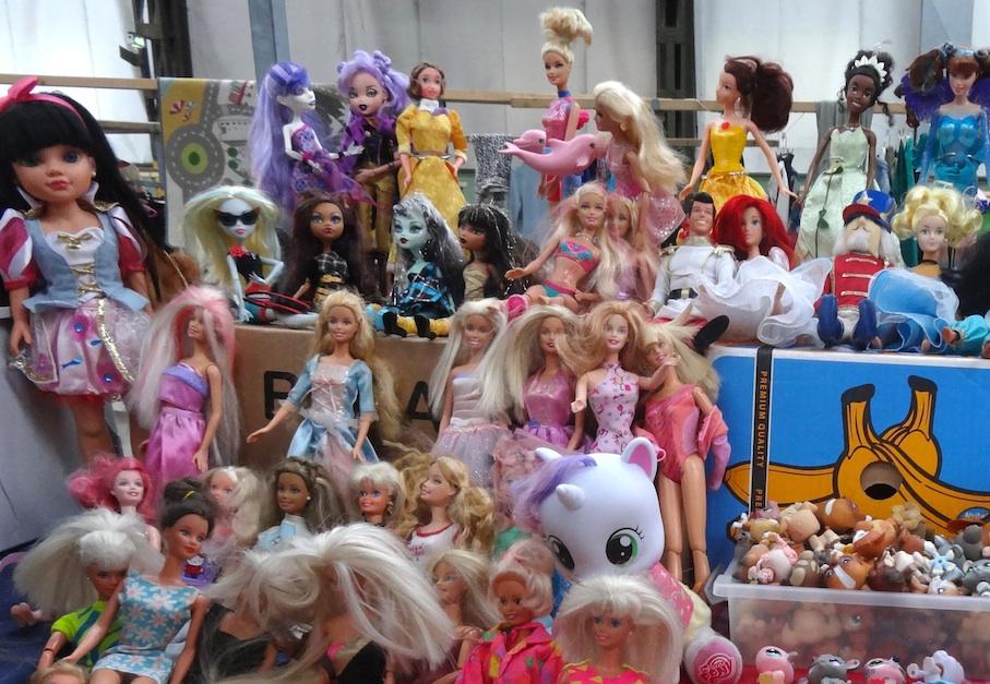Amsterdam_Flohmarkt_IJ_Hallen_Barbies