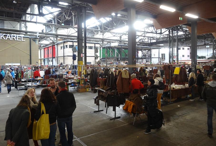 Amsterdam_Flohmarkt_IJ_Hallen_innen