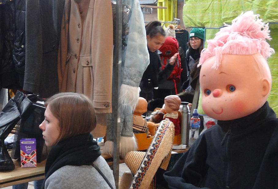 Amsterdam_Flohmarkt_IJ_Hallen_Puppe2