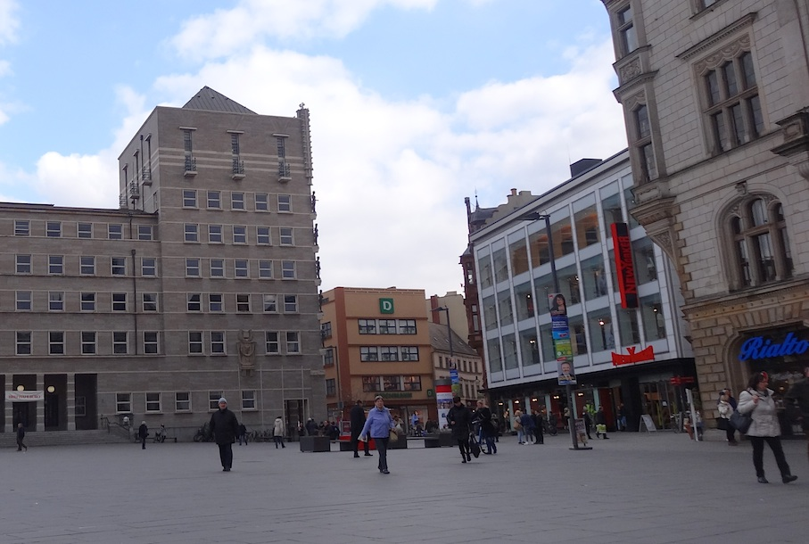 Halle_Marktplatz_Rathaus