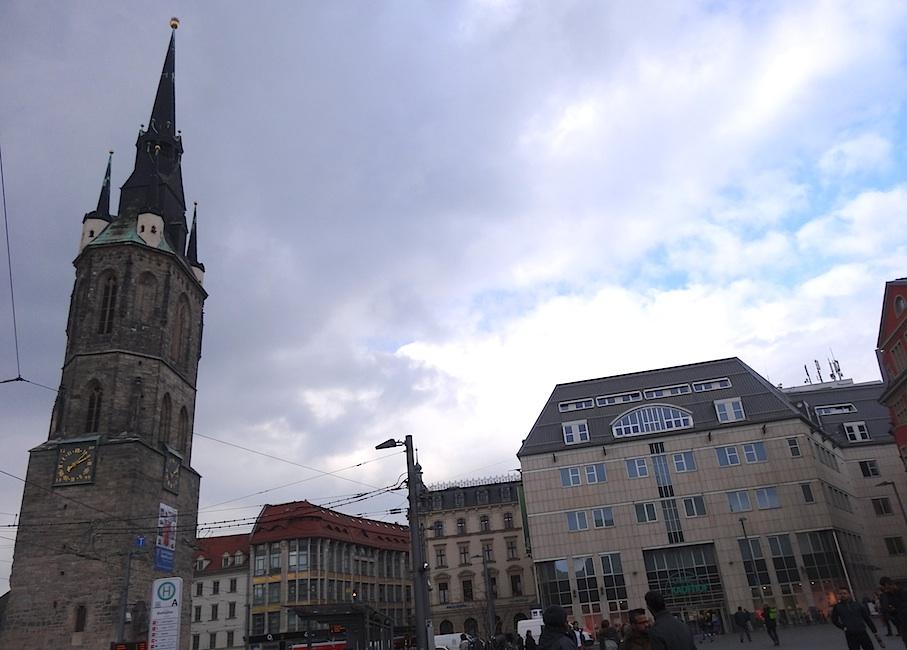 Halle_Marktplatz_Roter_Turm