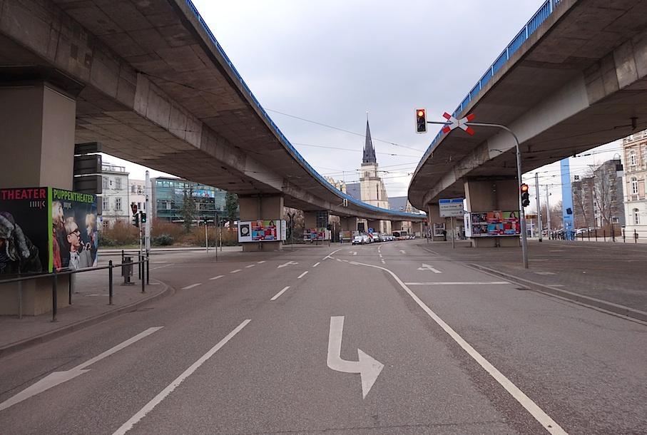 Halle_Strassenkreuzung_Hochstrasse