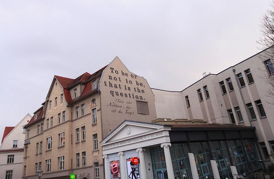 Halle_Theater