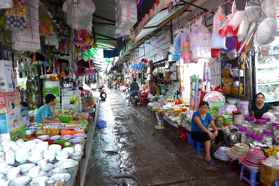 Vietnam_Hanoi_Altstadt_Gasse