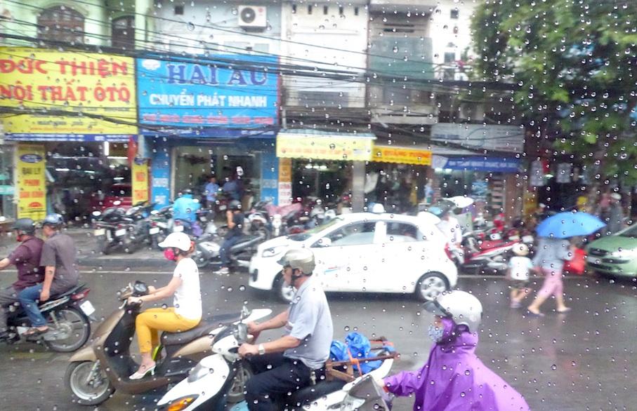 Vietnam_Hanoi_Verkehr_Regen