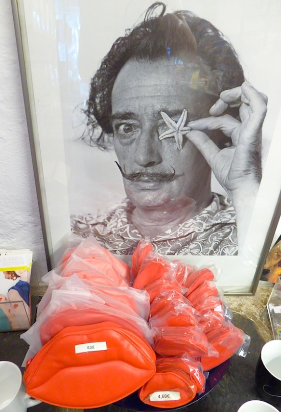 spanien_costa_brava_souvenirs_dali_mund
