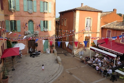 Frankreich_Roussillon_Dorf_Rathaus