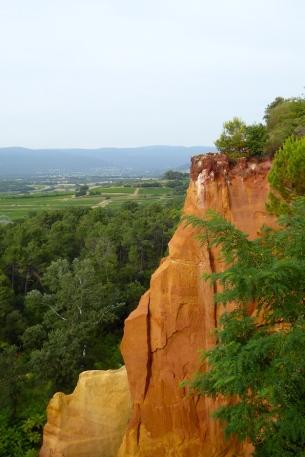 Frankreich_Roussillon_Ockerfelsen